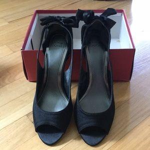 NWT Mootsies Tooties black low heel with bow